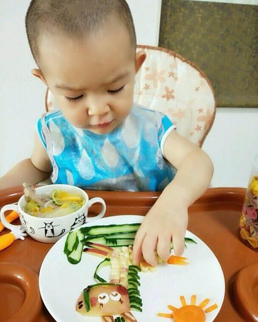 【辣妈书友会】晒宝宝吃饭萌照,赢《孩子聪明健康就要这样吃》