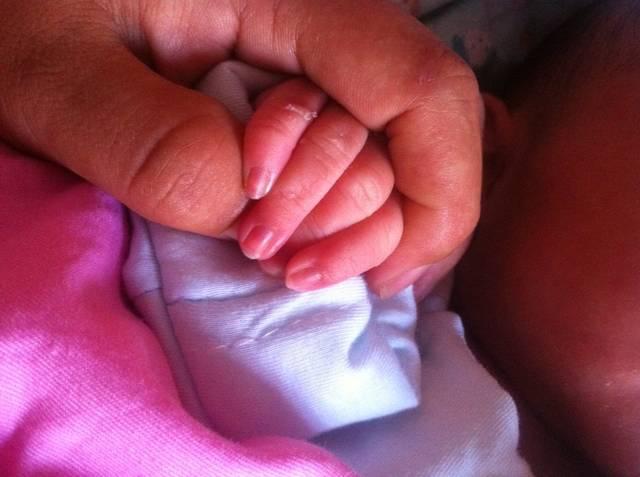 宝宝指甲根部发紫 正常吗