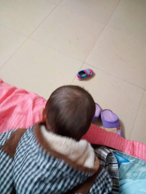 我宝要不难看?你们都给宝宝睡啥短发?_我头型长脸宝宝头型要卷图片