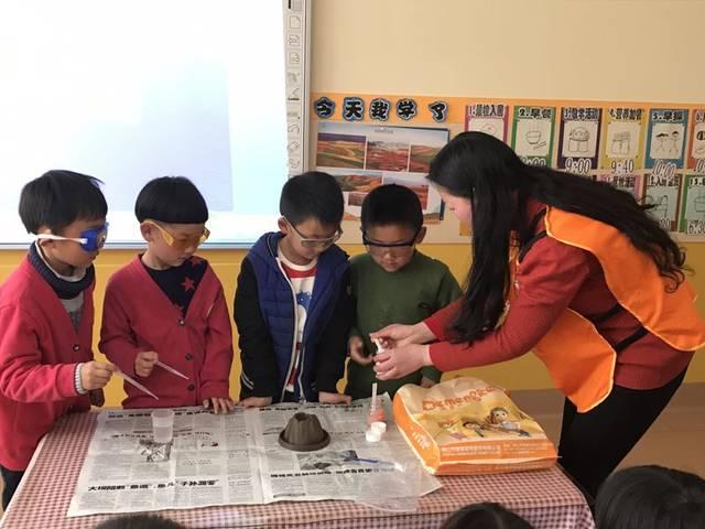 第一次家长助教:火山爆发小实验