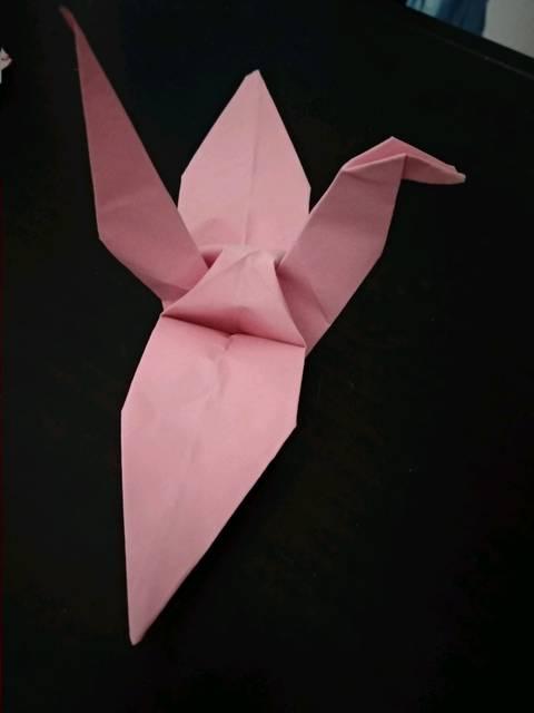 很久没有折纸玩了,折千纸鹤是最喜欢,也最记得的!